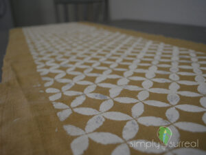 Table Runner Gold Button 1